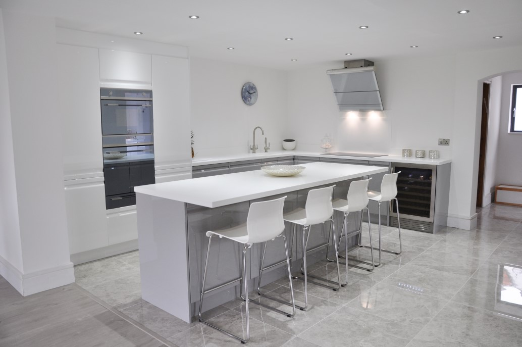 Viseu Handleless Grey White High Gloss Kitchen With White - Grey and white gloss kitchen