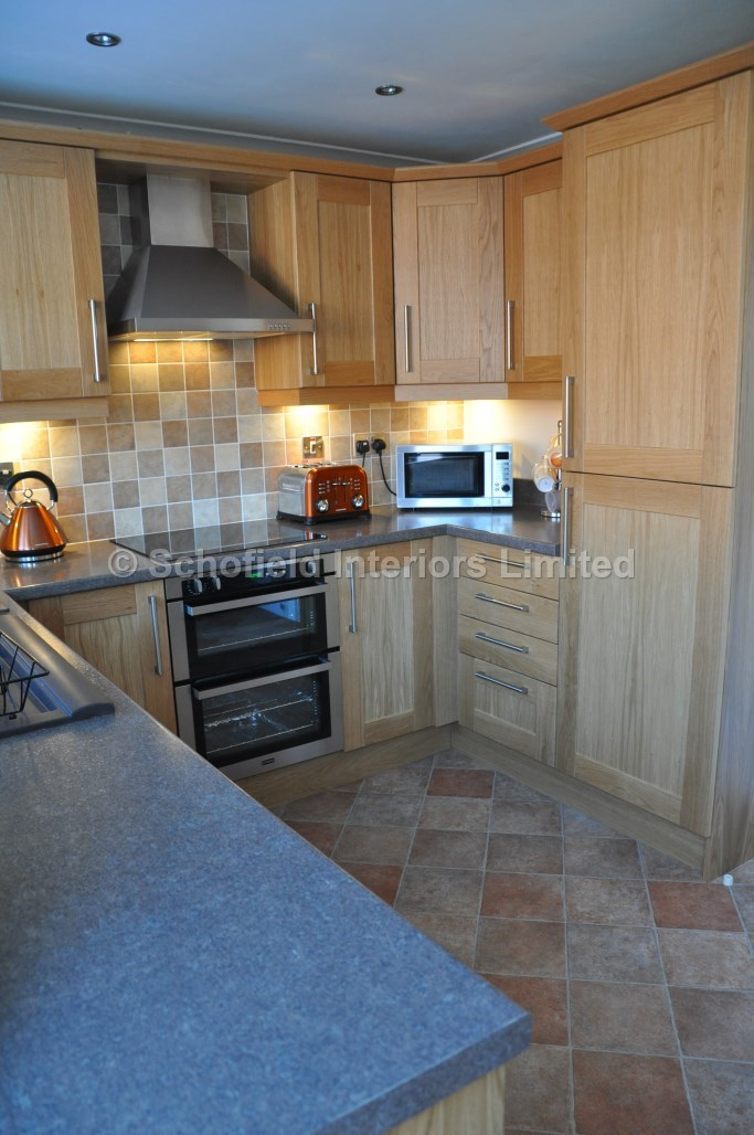Oak Shaker Kitchen With Laminate Worktops Schofield