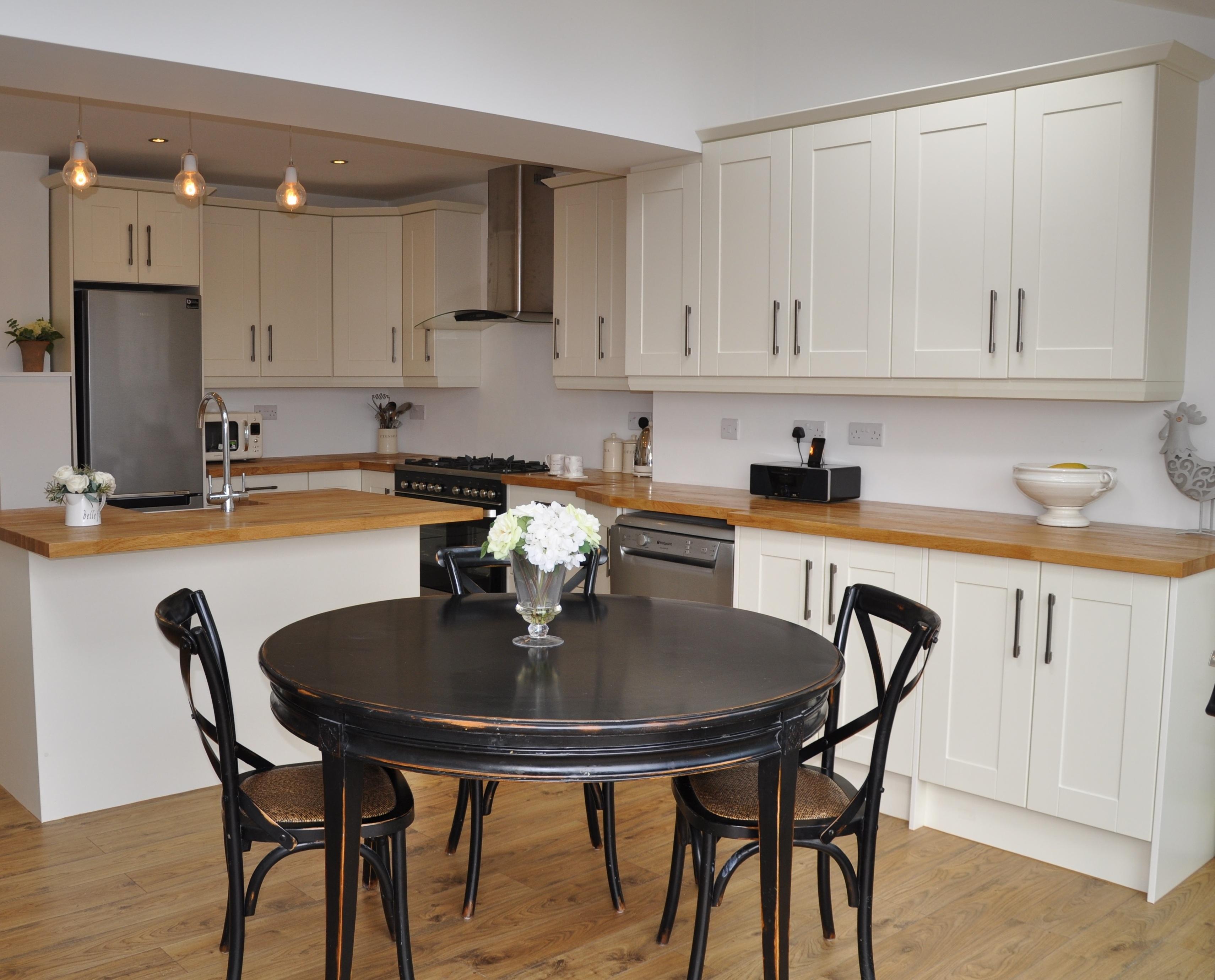 Bella Shaker Alabaster Kitchen With Solid Oak Worktops